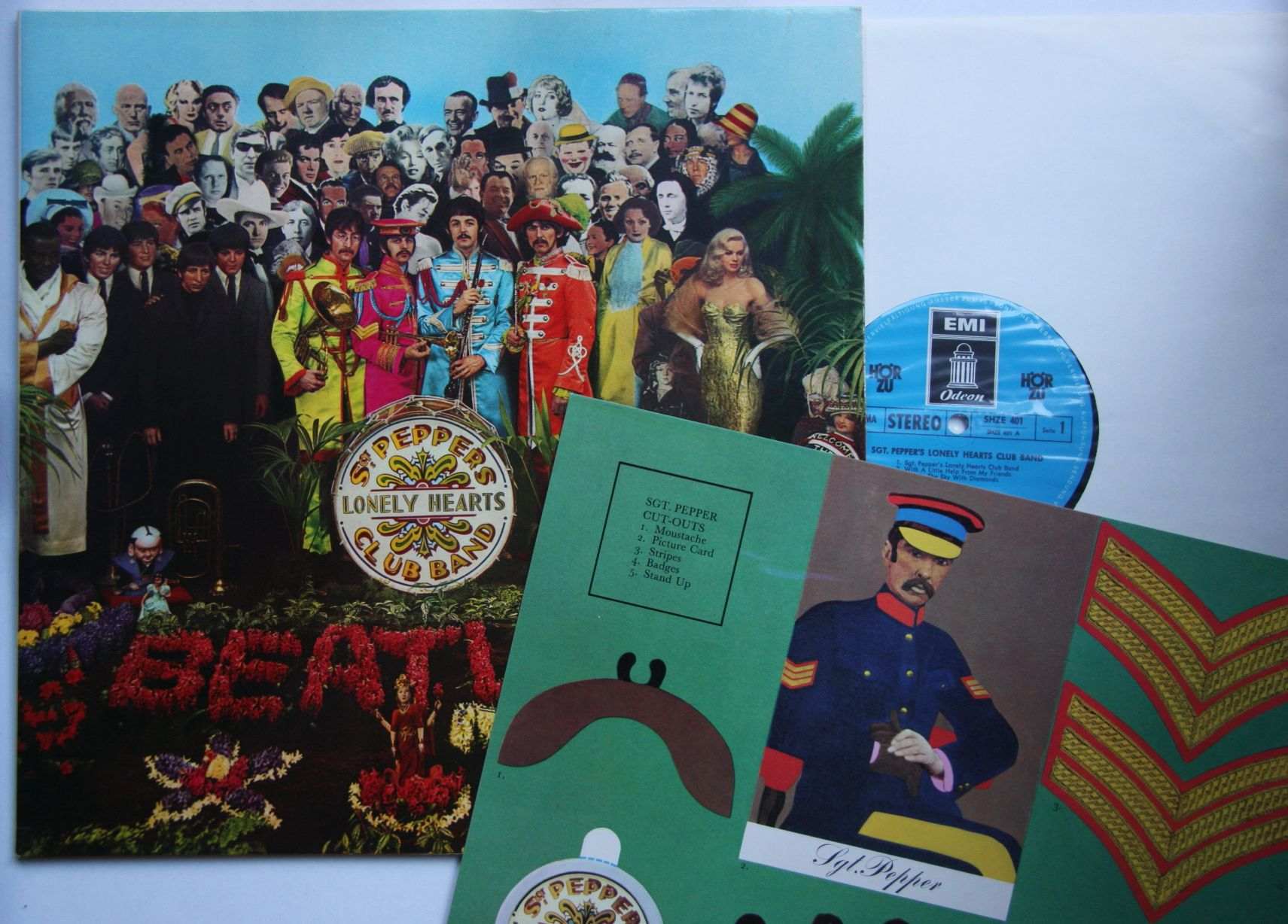 Beatles Sgt Pepper S Lonely Hearts Club Band Shze401 Foc